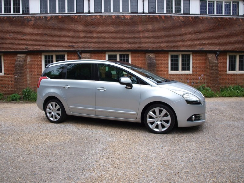 View PEUGEOT 5008 HDi 112 Allure 7 SEATER